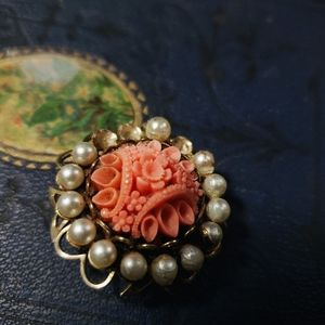Antique 1940s pin with beautiful roses.
